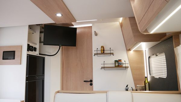 Wohnmobil kaufen neu Mooveo TEI 74EBH Wohnraum TV Gerät