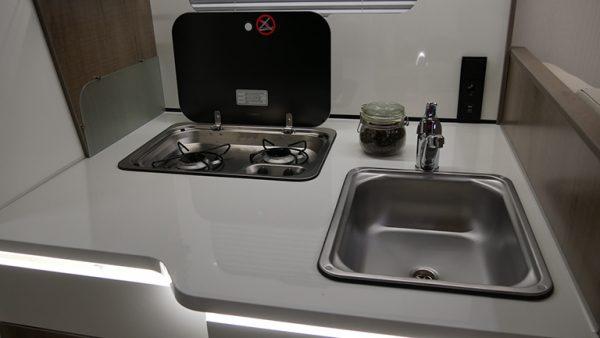 Wohnmobil 71FBH Küche-Ansicht 1