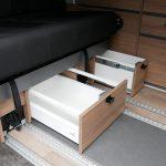 Mooveo Camper Van 3 Ansicht Schubfach Sitzbank offen