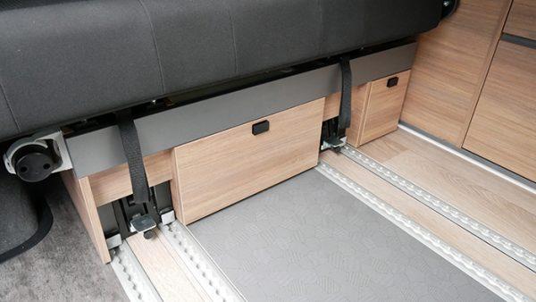 Mooveo Camper Van 3 Ansicht Schubfach Sitzbank