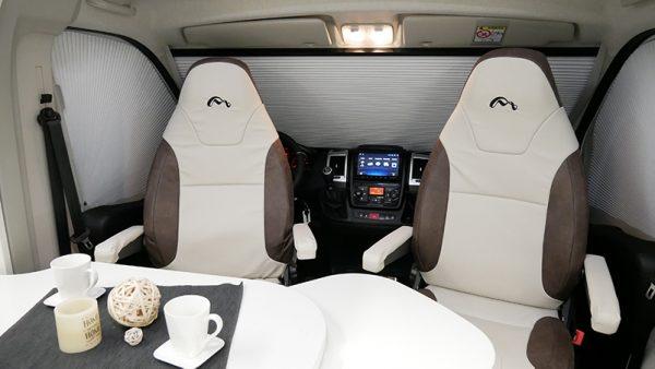 Wohnmobil Mooveo TEI-60FB Sitze Wohn-Bereich
