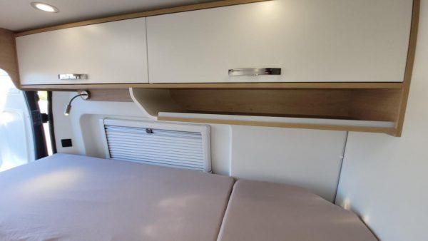 Wohnmobil kaufen neu Van-60EB Ansicht Stauraum Bett 01