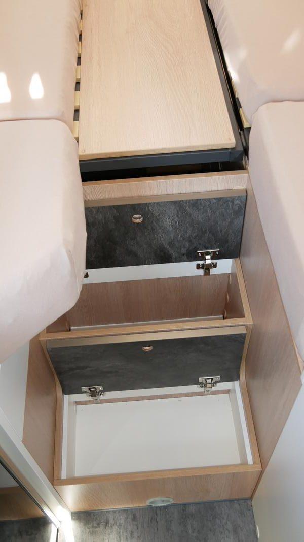 Wohnmobil kaufen neu Van-60EB Ansicht Stauraum Stufen 01