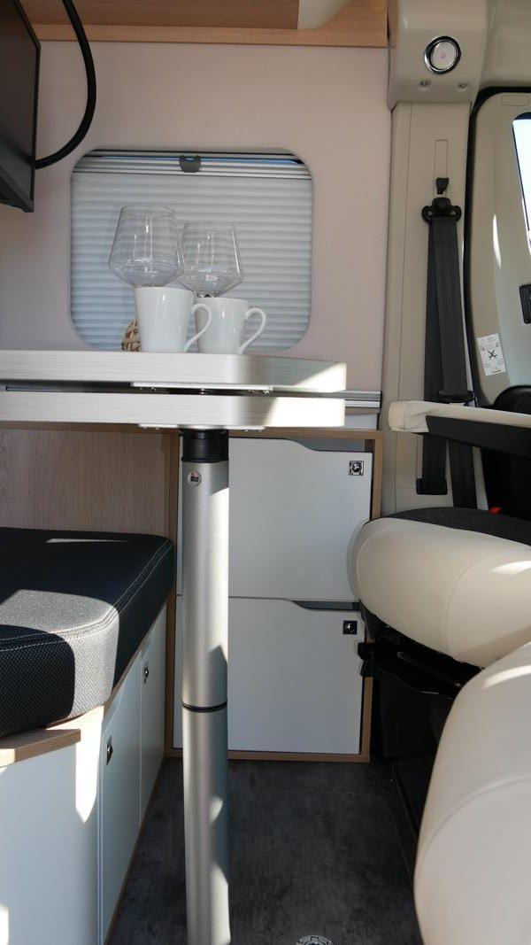 Wohnmobil kaufen neu Van-60EB Ansicht Stauraum Wohnen 01