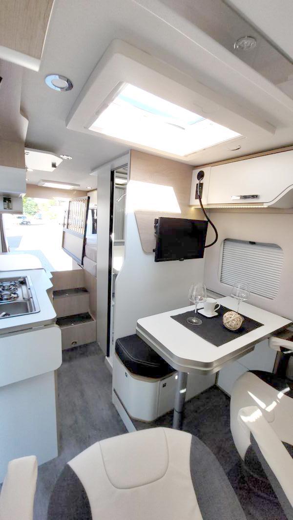 Wohnmobil kaufen neu Van-60EB Ansicht vorn nach hinten 02