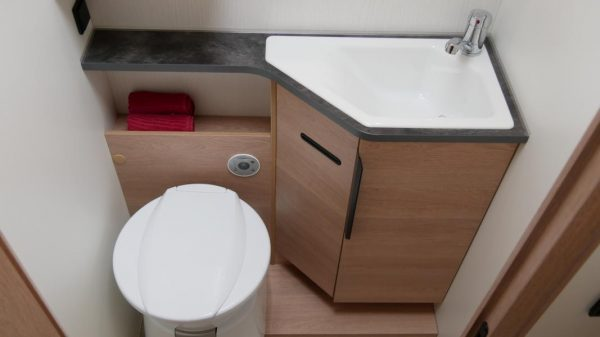 Wohnmobil kaufen neu Mooveo TEI-72EBH Ansicht Bad