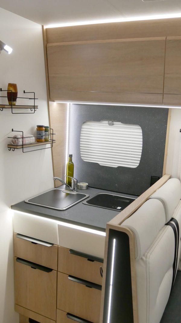 teilintegriert 70EB Ansicht Küche