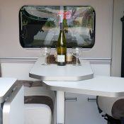 Wohnmobil-kaufen-neu_Mooveo-Van-63EB_Wohnbereich_2021_min