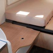 Wohnmobil kaufen neu Van-60EB Ansicht Stauraum am Bett 01