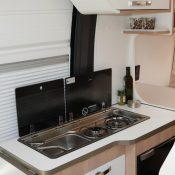 Wohnmobil kaufen neu Van-60EB Ansicht Küche 01