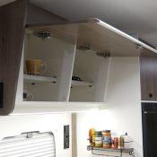 Wohnmobil Mooveo TEI-60FB Regal Küchenbereich offen