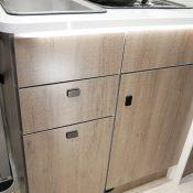 Wohnmobil Mooveo TEI-60FB Schränke Küche zu