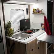 Wohnmobil Mooveo TEI-60FB Küchenbereich