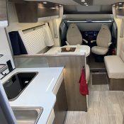 Wohnmobil 74QB Küche Wohnraum